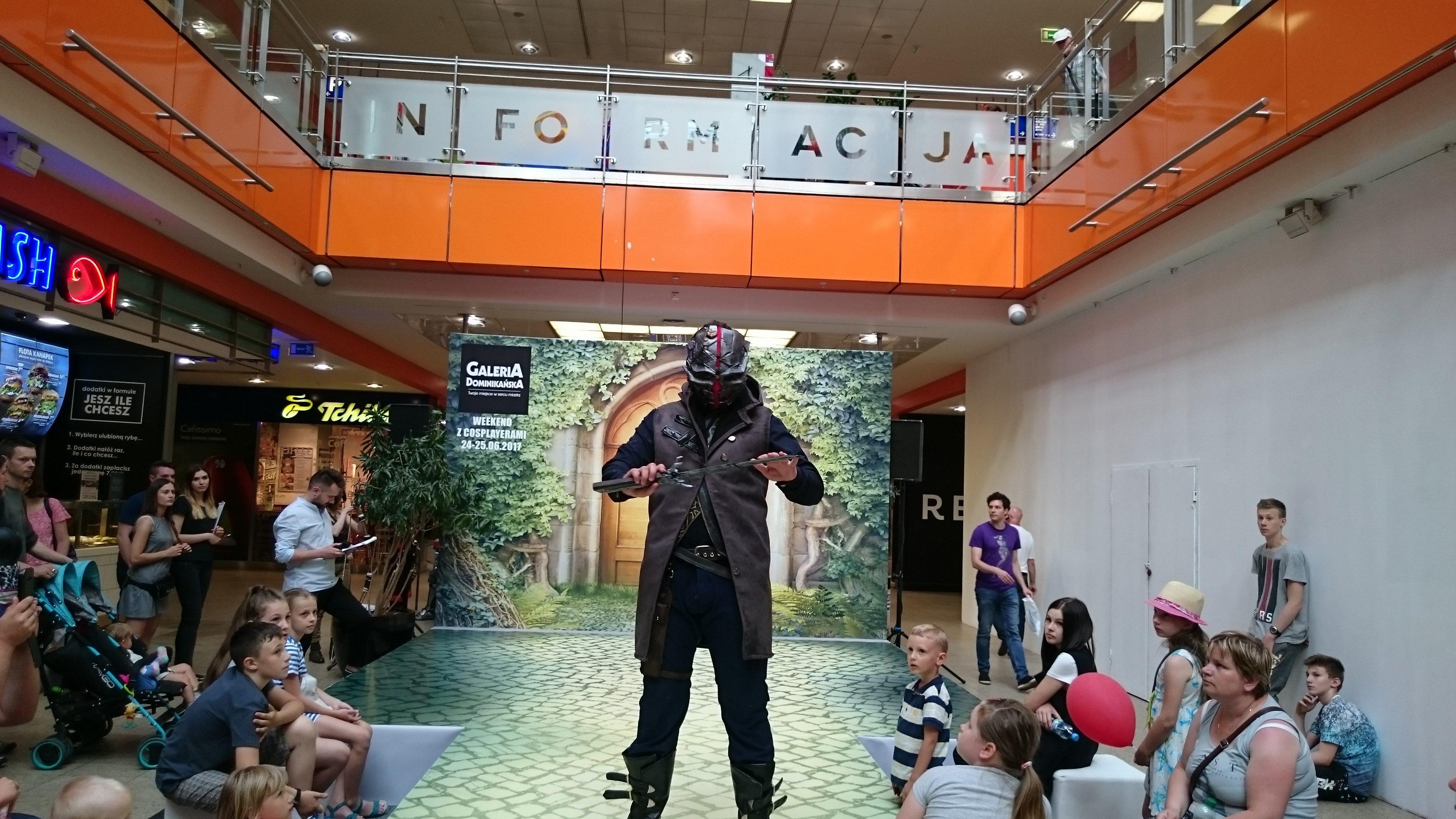 Cyperian w cosplayu podczas weekendu z cosplayerami w Galerii Dominikańskiej we Wrocławiu