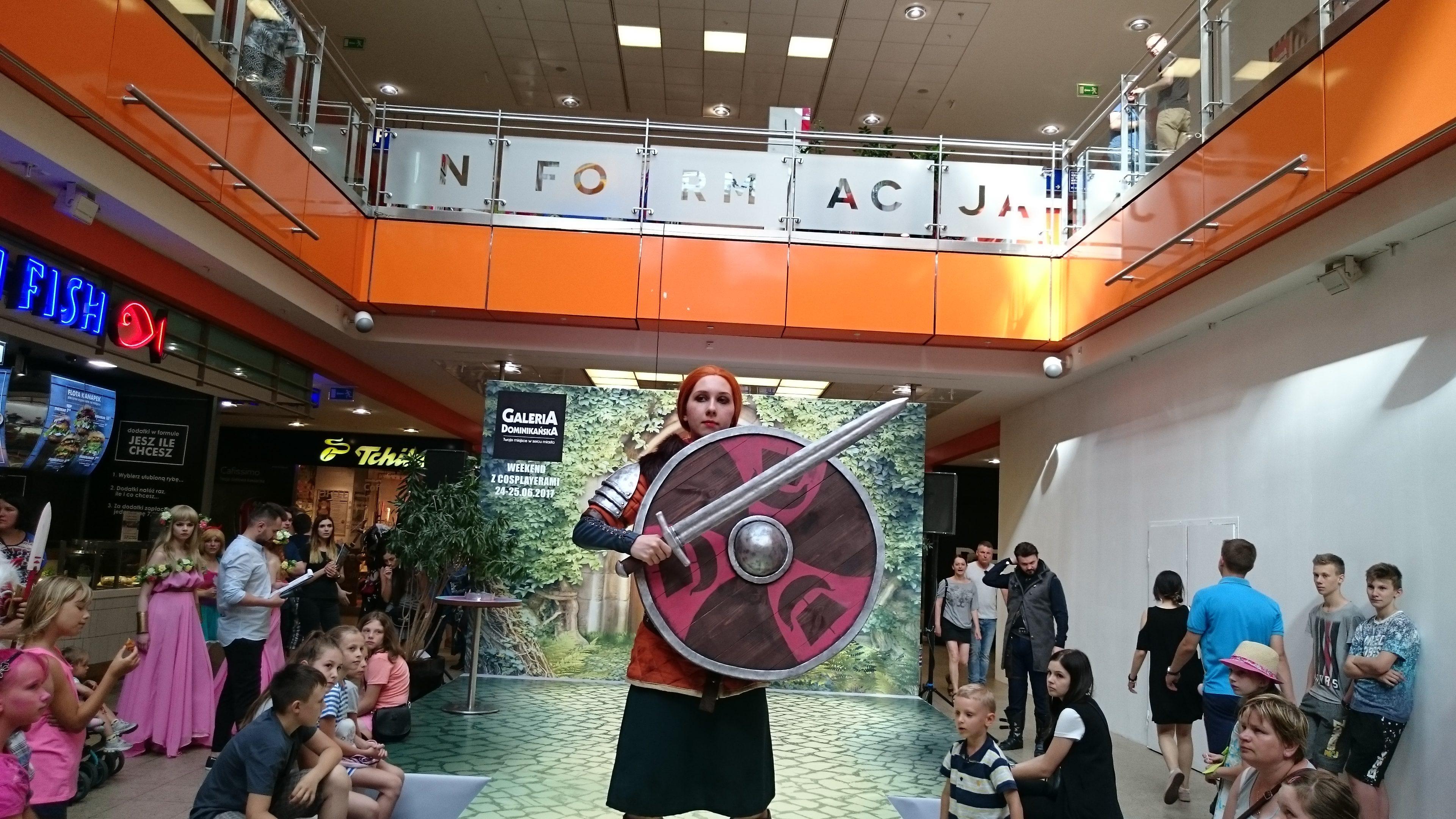 Lorien w cosplayu podczas weekendu z cosplayerami w Galerii Dominikańskiej we Wrocławiu