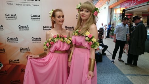 Marruda i Arshania w cosplayach podczas weekendu z cosplayerami w Galerii Dominikańskiej we Wrocławiu