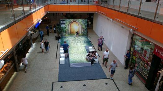 Scena wykorzystywana podczas weekendu z cosplayerami w Galerii Dominikańskiej